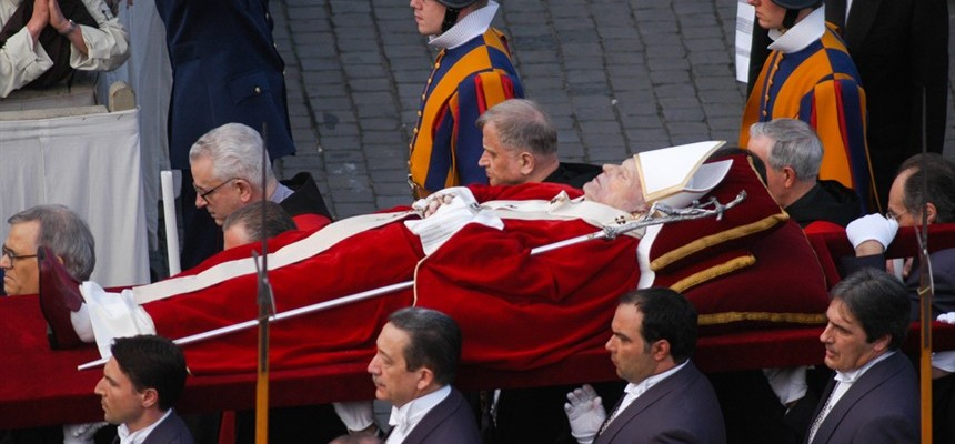 The Pope´s Red Shoes