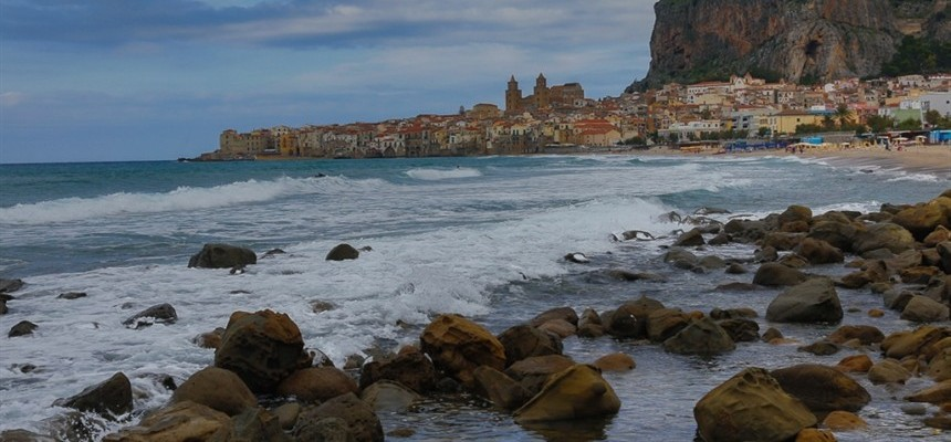 Cefalu, simply between heaven and the sea ...