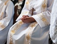 Should Girls be Altar Servers? - Why or Why not?