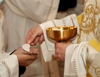 Why We Should Not Deny the Eucharist to Politicians Who Support Abortion