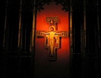 Is it in the Spirit of the Mass to pray in the Orans position during the Our Father?