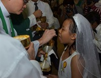 Communion: Tongue or Hand?